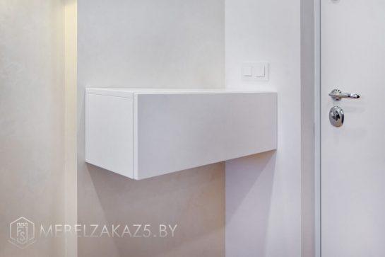 белый навесной шкафчик в прихожую