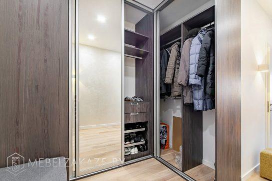 Зеркальный угловой шкаф-купе в прихожую модерн