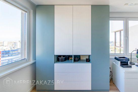 Бело-синий шкаф-купе в стиле модерн