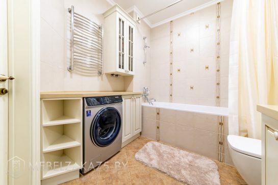 Комплект классической корпусной мебели в ванную комнату