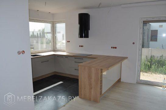 П-образная акриловая кухня