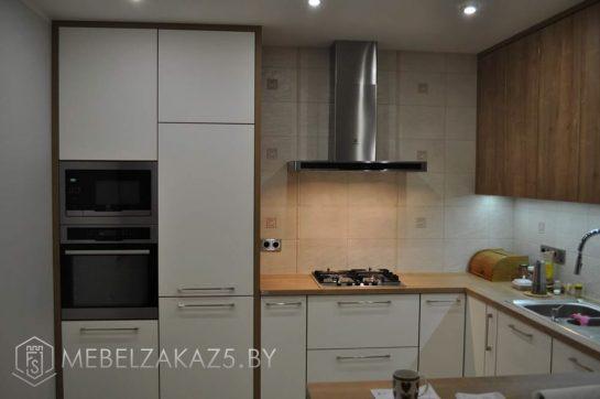 Небольшая П-образная кухня из ЛДСП