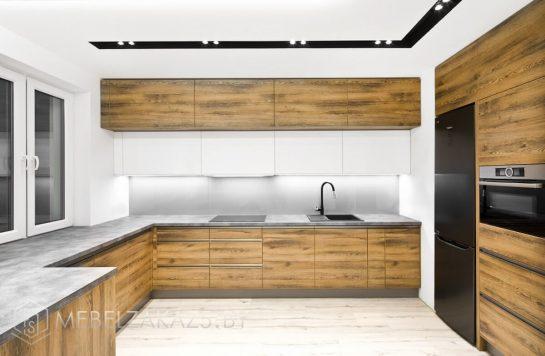 П-образная кухня из ЛДСП большого размера