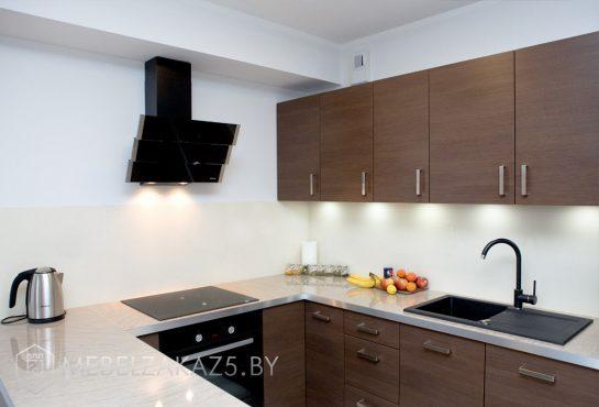 П-образная кухня из ЛДСП венге с подсветкой