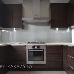 Маленькая П-образная кухня темный венге