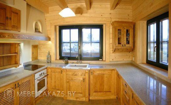 Классическая п-образная кухня из дерева