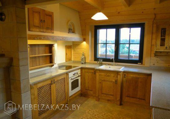 Классическая п-образная деревянная кухня