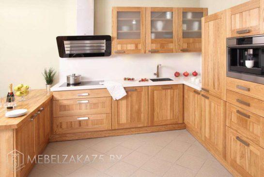 П-образная кухня в классическом стиле из ясеня