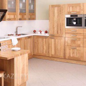 Классическая п-образная кухня из массива ясеня