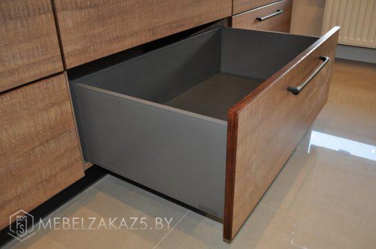 Прямая кухня маленького размера в стиле модерн