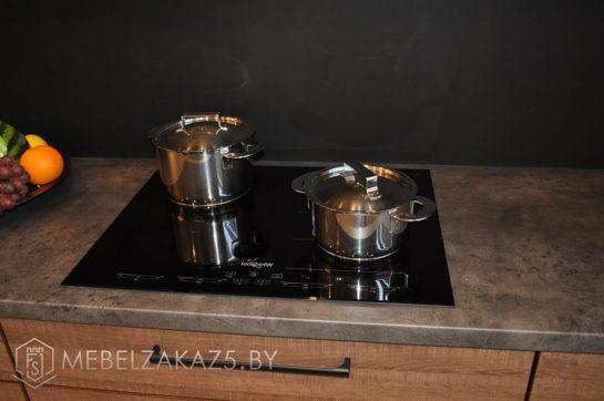 Прямая кухня маленьких размеров из ЛДСП