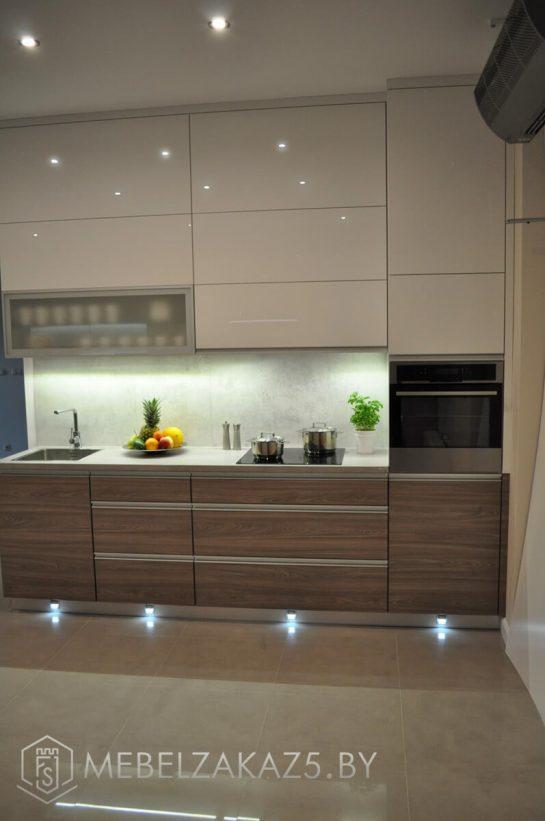 Прямая кухня маленького размера из ЛДСп с подсветкой