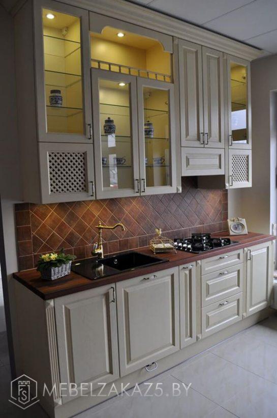 Прямая кухня классическая кухня из дерева бежевого цвета