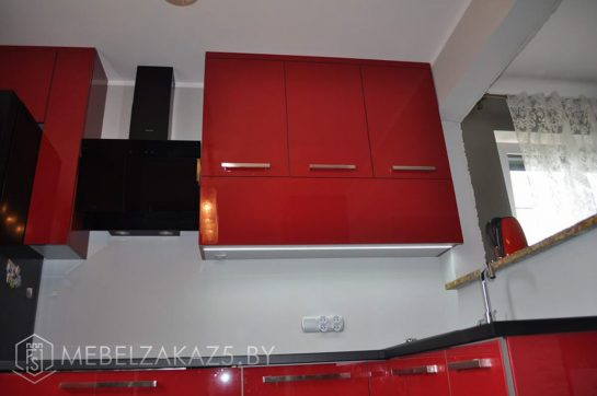 Угловая кухня глянцевая из акрила