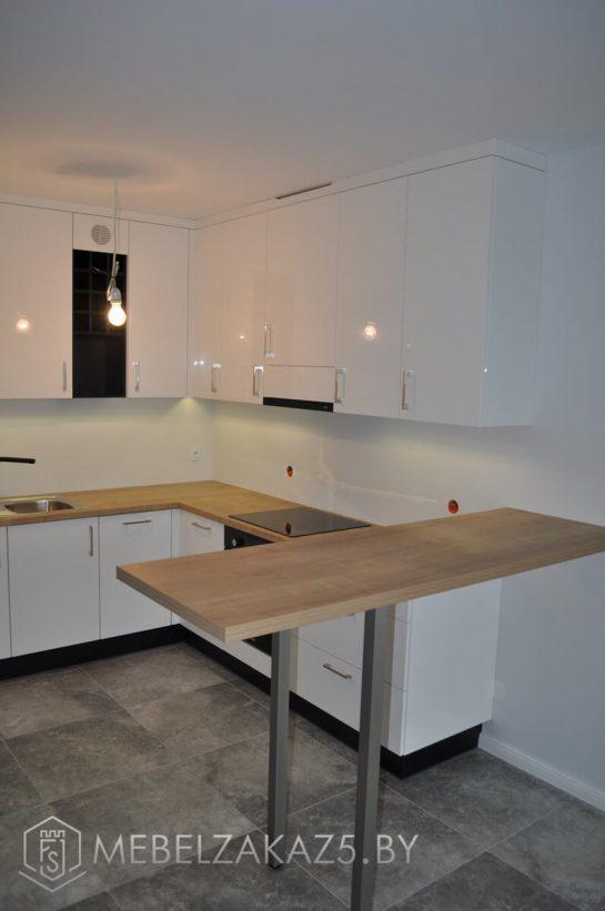 Угловая белая кухня из акрилового пластика