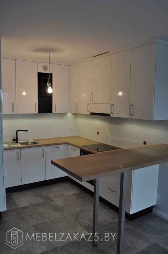 Белая акриловая угловая кухня
