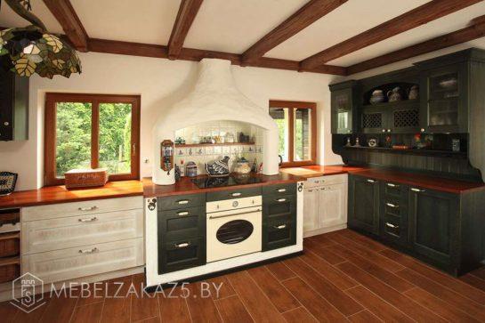 Угловая кухня болотного цвета из массива