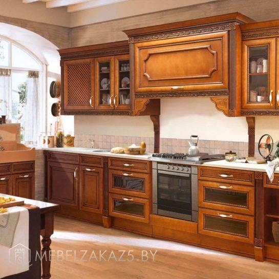 Прямая деревянная кухня в классическом стиле
