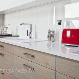 Линейная кухня из пластика