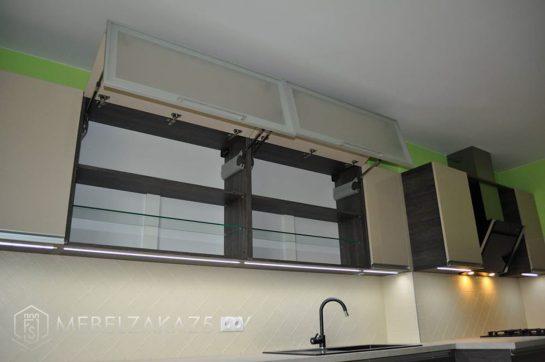 Линейная кухня из пластика с матовыми фасадами модерн
