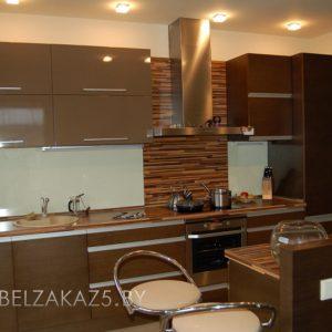 Линейная кухня глянцевая кухня шоколадного цвета
