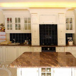 Линейная островная деревянная кухня