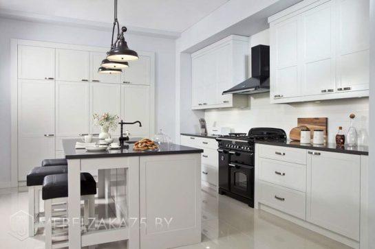 Современная линейная кухня с островом
