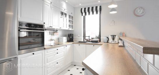Скандинавская п образная кухня из крашенного мдф