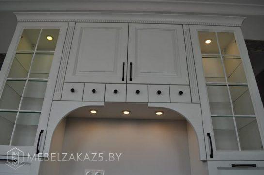 П-образная кухня в белом цвете современная