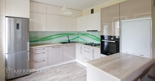 П образная глянцевая кухня в двух цветах