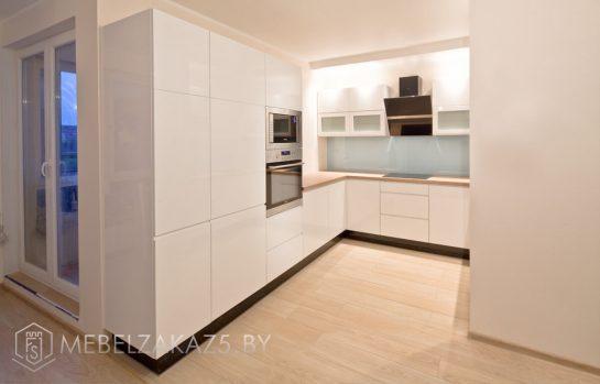 П-образная кухня белый глянец