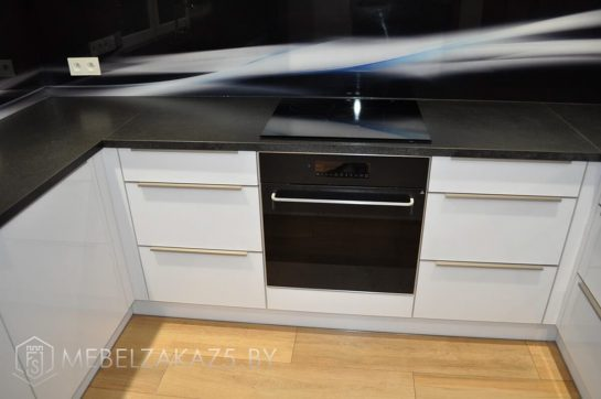 П образная кухня в стиле минимализм белого цвета