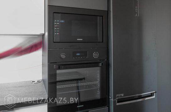 П-образная кухня из пластика хай тек со встроенной техникой