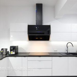 Глянцевая ультрасовременная п образная кухня из пластика