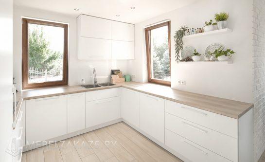 П-образная кухня с фасадами из пластика в скандинавском стиле