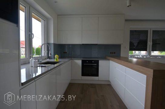 Скандинавская глянцевая п образная кухня без ручек