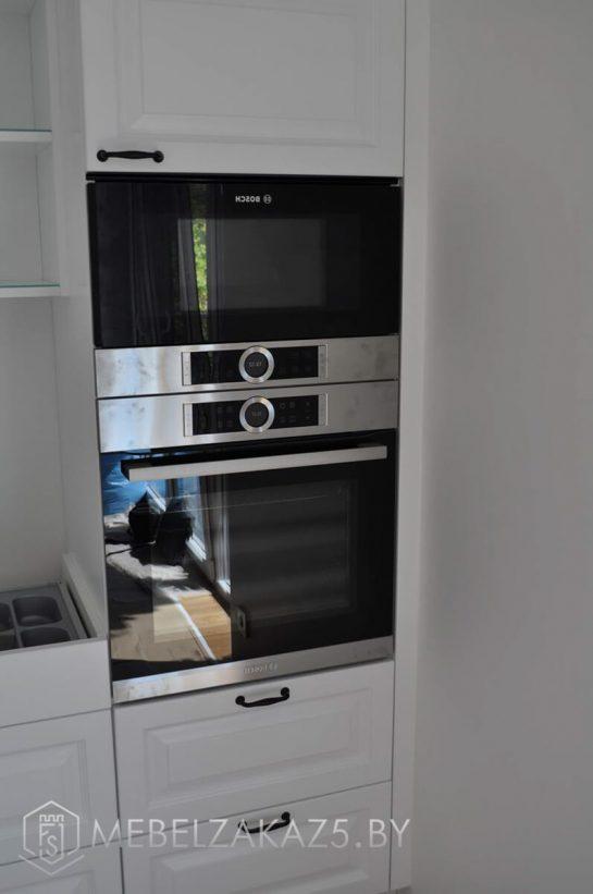 Прямая кухня в современном стиле белого цвета
