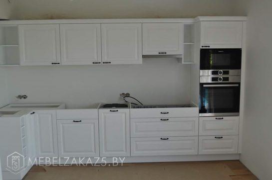 Современная белая прямая кухня