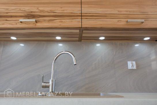 Прямая кухня из шпона цвет дерева