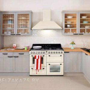 Угловая кухня из дерева нежно голубого цвета
