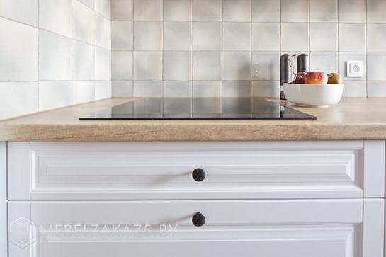 Скандинавская угловая кухня со встраиваемой техникой