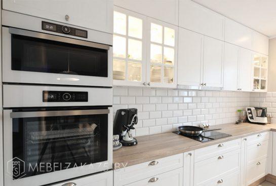 Большая кухня углом в скандинавском стиле