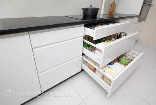 Угловая кухня минимализм с глянцевыми фасадами