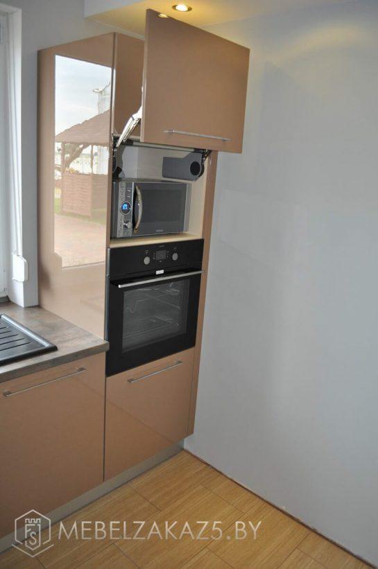 Угловая кухня коричневого цвета крашенный мдф