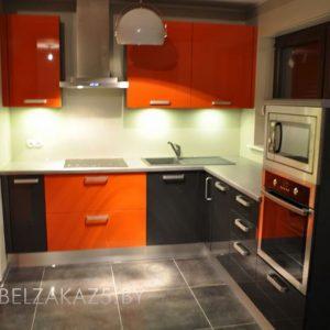 Современная угловая кухня черно красного цвета