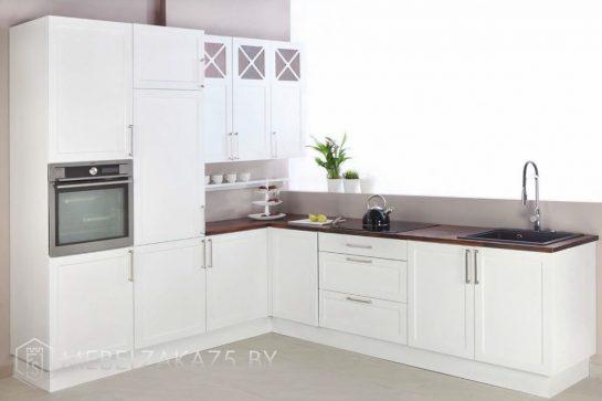 Белая матовая угловая кухня