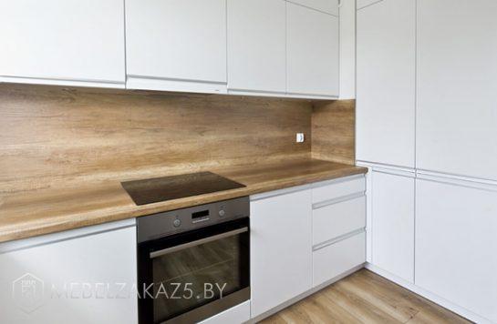 Угловая кухня в скандинавском стиле из крашенного мдф