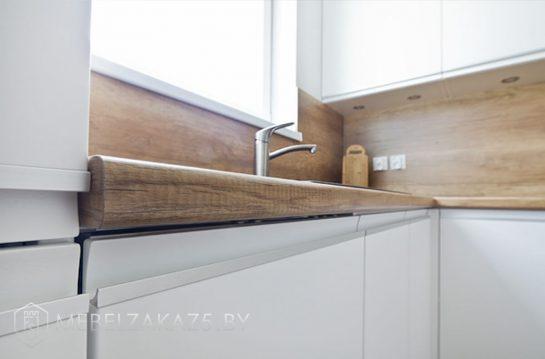 Угловая кухня в скандинавском стиле белого цвета