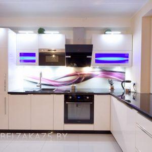 Современная глянцевая угловая кухня