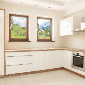 Современная угловая кухня бежевого цвета в стиле минимализм